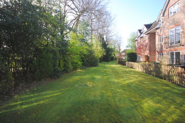 Thumbnail Flat to rent in Twyhurst Court, East Grinstead