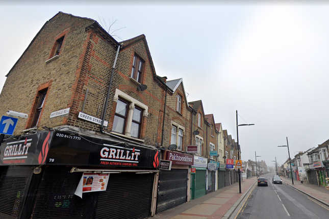 2 bed flat to rent in Green Street, London E7