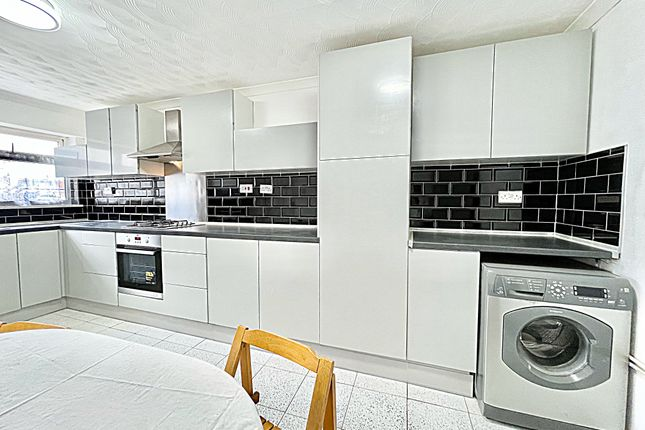 Thumbnail Terraced house to rent in Fearnley Crescent, Bedford