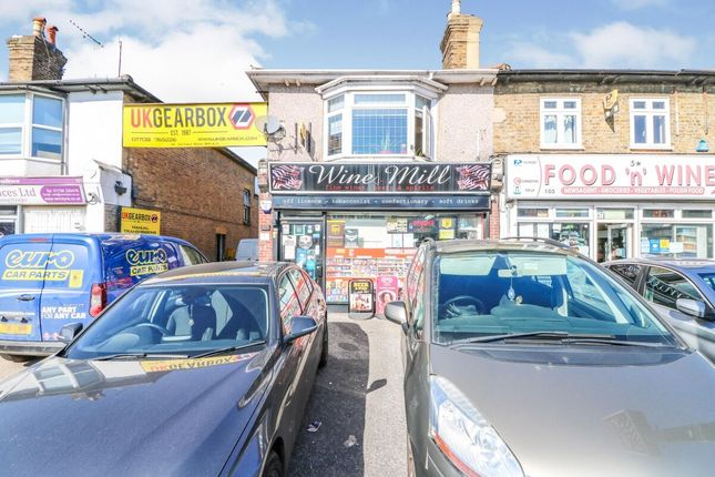 2 bed flat for sale in Victoria Road, Romford RM1