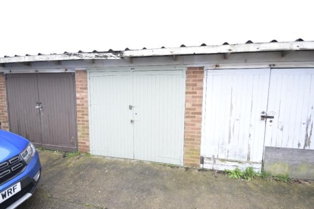 Parking/garage for sale in Thistledown, Basildon
