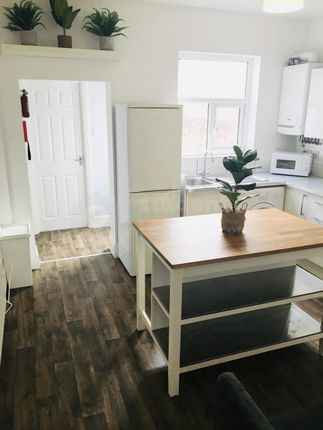 Thumbnail Shared accommodation to rent in Walter Street, Chester