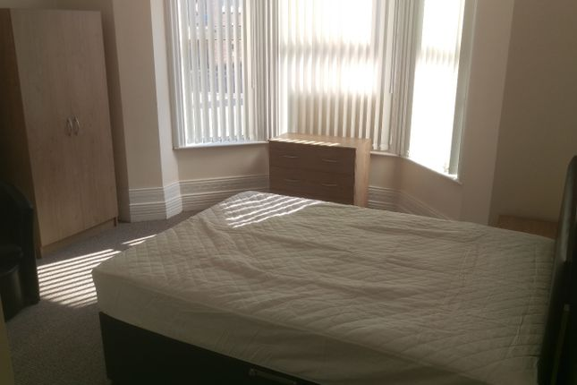 Thumbnail Shared accommodation to rent in Winmarleigh Street, Warrington