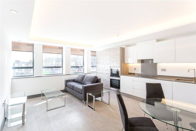 2 bed flat to rent in South Point House, 321 Chase Road, London