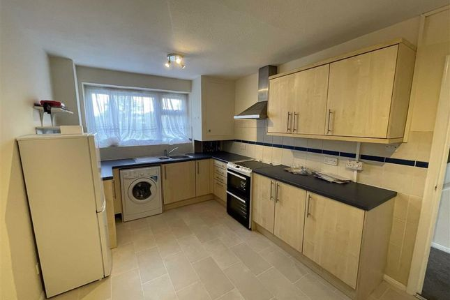 Thumbnail Flat to rent in Robinia Close, Hainault, Essex