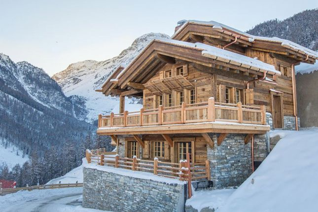Example Chalet Winter