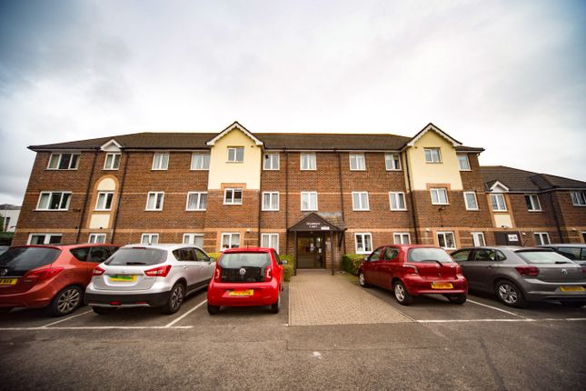 Thumbnail Flat for sale in Glendower Court, Whitchurch, Cardiff