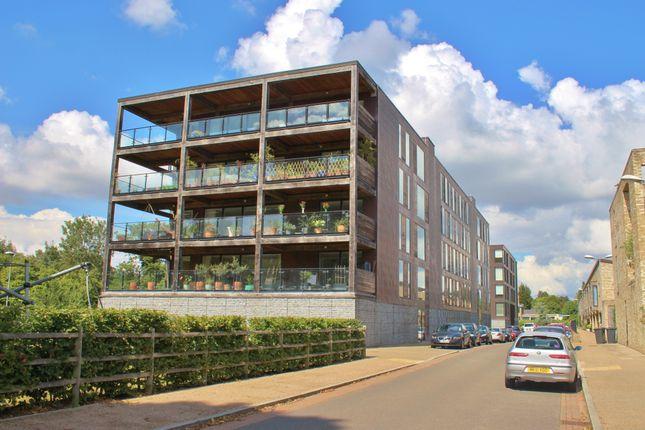 Thumbnail Flat to rent in Kingfisher Way, Cambridge
