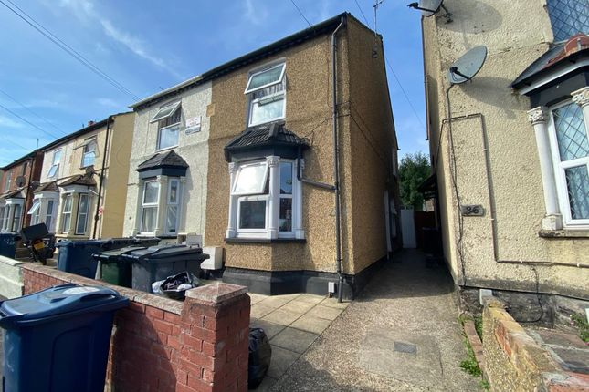 3 bed semi-detached house to rent in Lindsay Avenue, High Wycombe HP12