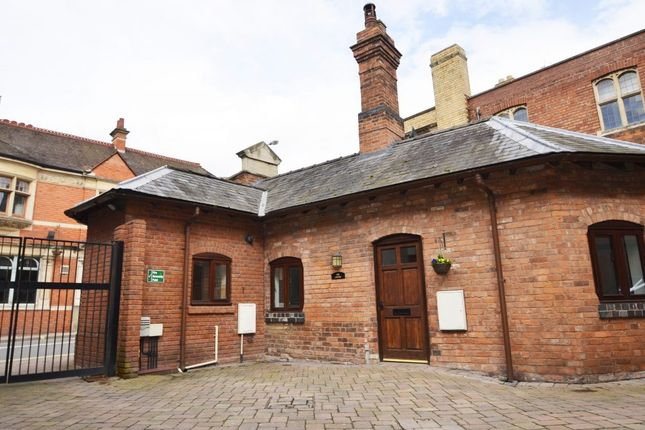 1 bed semi-detached house to rent in The Butts, Worcester