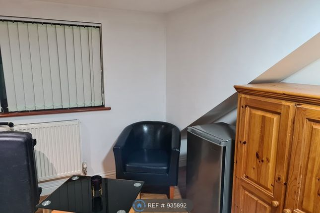 Room to rent in Mighell Avenue, Ilford IG4