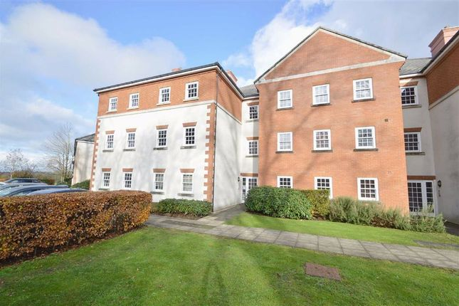 Thumbnail Flat for sale in Gawton Crescent, Coulsdon, Surrey