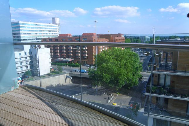 Thumbnail Flat for sale in Hayward, Chatham Place, Reading