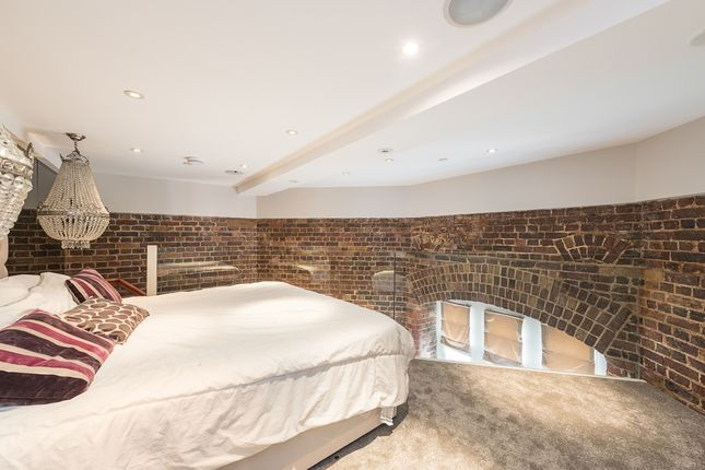 Thumbnail Flat to rent in Princess Park Manor East Wing, Royal Drive, London