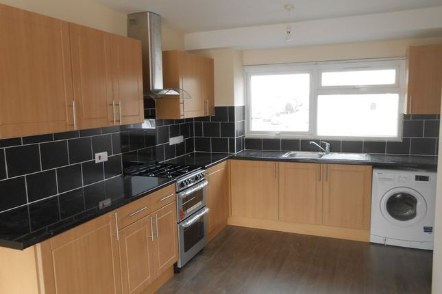 Thumbnail Flat to rent in Parlaunt Road, Langley, Slough