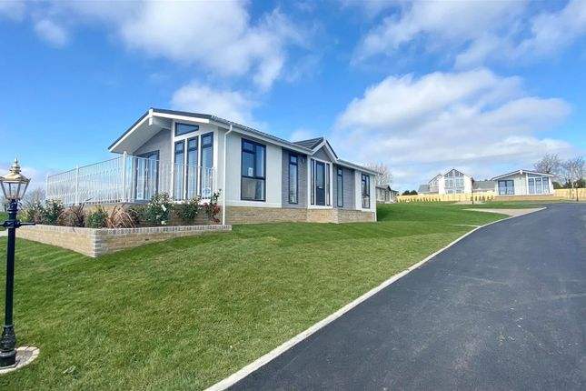 Thumbnail Mobile/park home for sale in Trebarber, Newquay