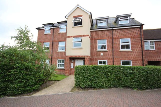 Thumbnail Flat to rent in Woodpecker Place, Bracknell