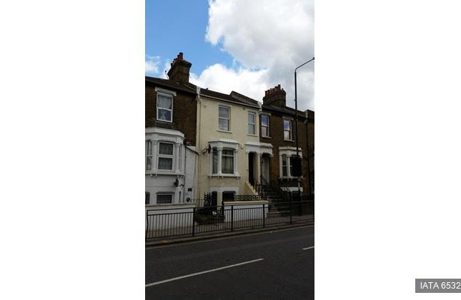 Thumbnail Terraced house to rent in Plumstead High Street, London