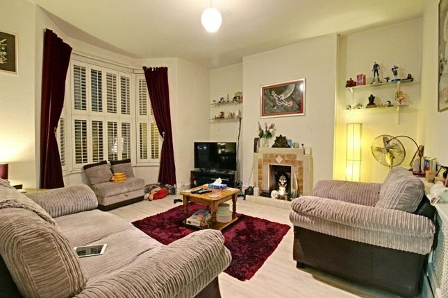Thumbnail Flat to rent in Dollis Road, Finchley, London