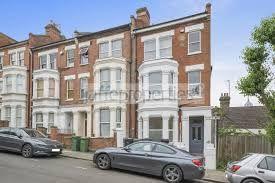 Thumbnail Flat to rent in Dynham Road, London