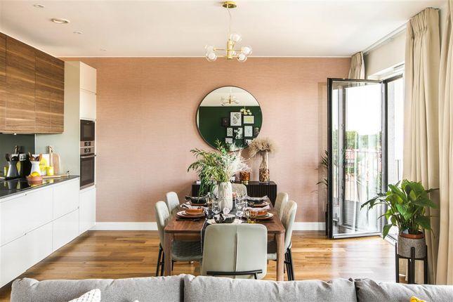 3 bed flat to rent in Botanical Mews, Sugar House Island, Stratford E15, London