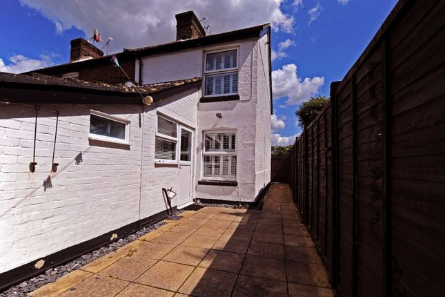 Thumbnail Terraced house to rent in Alpha Road, Crawley