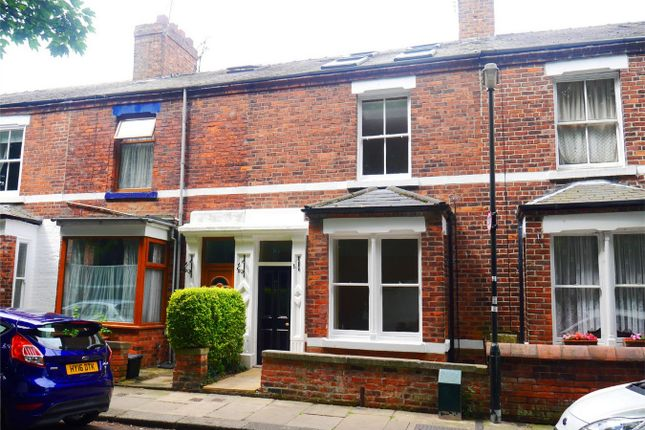 Thumbnail Town house to rent in Longfield Terrace, York