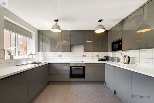 2 bed flat for sale in Armoury Road, London SE8