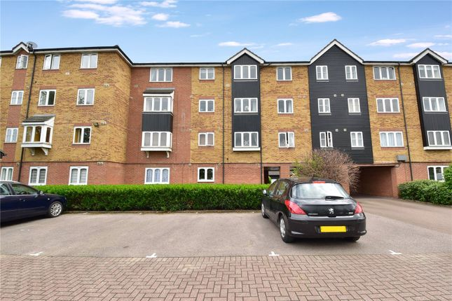 Flat for sale in Dunlop Close, Dartford, Kent