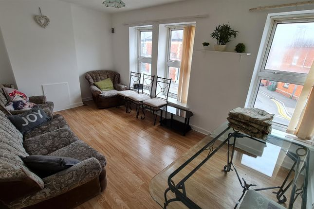 Thumbnail Flat to rent in Ninian Park Road, Cardiff