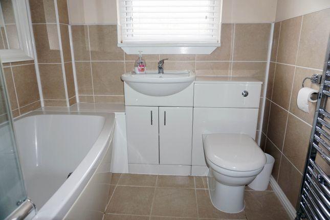 Bathroom of Langdale, Stewartfield, East Kilbride G74