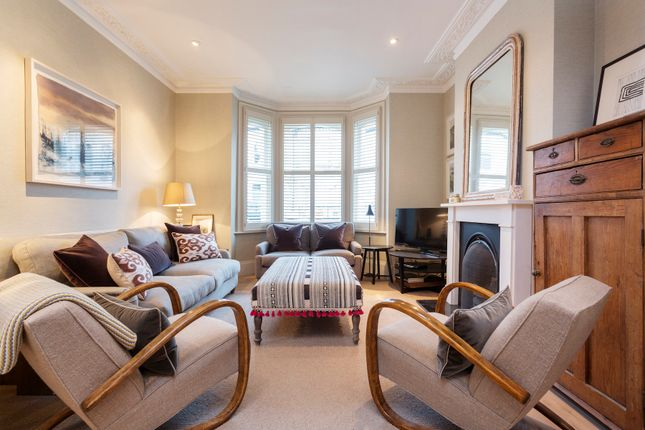 Thumbnail Town house to rent in Harbut Road, London