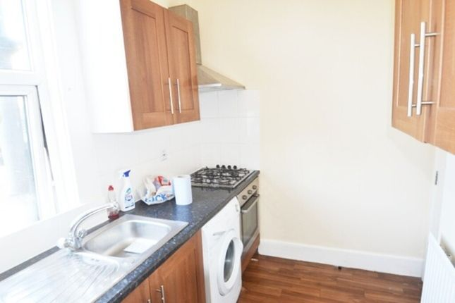 Kitchen of N8, Turnpike Lane, - 3 Bedroom Flat