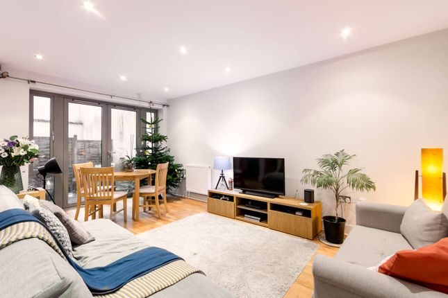 Flat to rent in Southgate Road, De Beauvoir Town