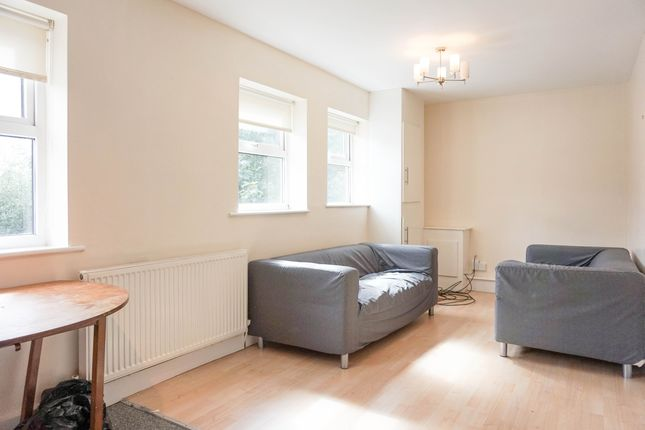 Thumbnail Flat to rent in Headingley Rise, Leeds