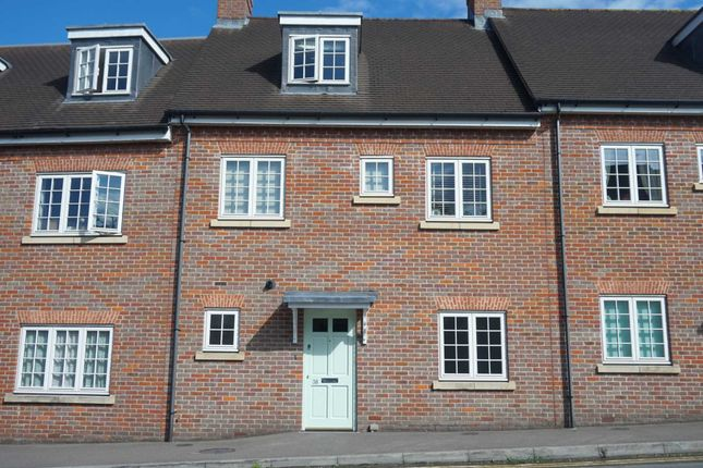 Thumbnail Flat to rent in Roughdown Road, Boxmoor, Hemel Hempstead