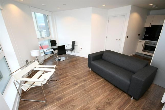 2 bed flat to rent in Theheart, Mediacityuk, Salford Quays