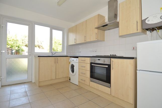Thumbnail Property to rent in Bulwer Road, London