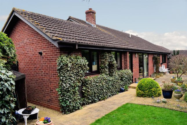Thumbnail Bungalow for sale in Parsons Close, Shipston-On-Stour