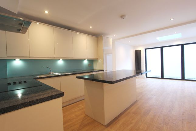 Thumbnail Town house to rent in Beaconsfield Road, Seven Sisters