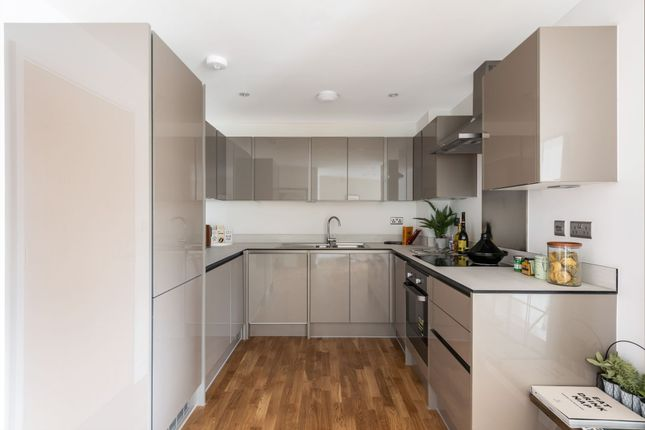 Flat for sale in Throwley Way, Sutton