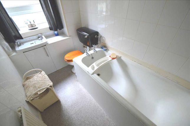 Bathroom of George Street, Hamilton ML3