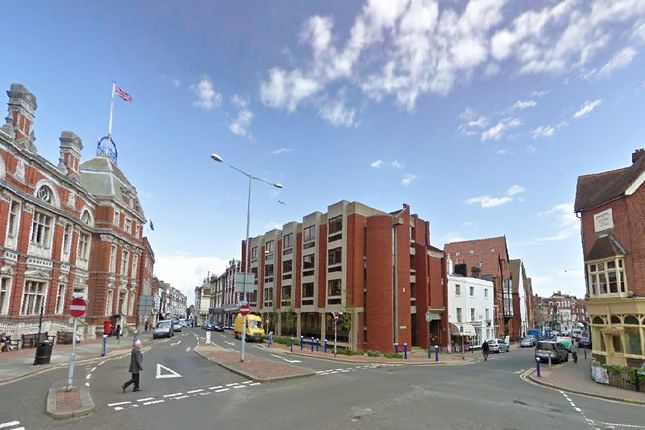 Thumbnail Flat to rent in Grove Road, Eastbourne