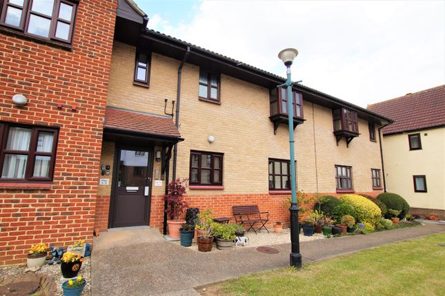 3 bed flat for sale in Windsor Mews, Hill Top Close, Rayleigh SS6