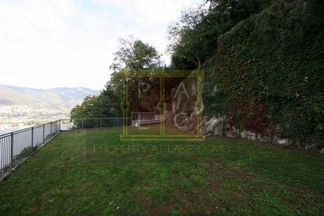 Admiring Como of Como, Lake Como, Lake Como, Lombardy, Italy