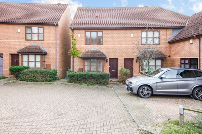 3 bed terraced house to rent in Farnell Court, Loughton, Milton Keynes MK5