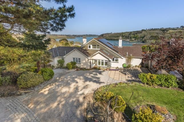 4 bed bungalow for sale in Helston, Cornwall TR12