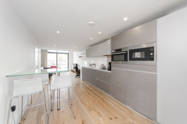 2 bed flat to rent in Prebend Street, London N1
