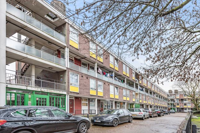 Thumbnail Flat for sale in Clarence Gardens, London