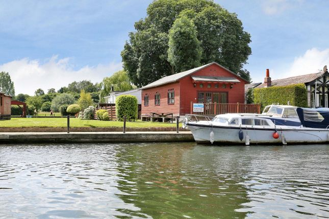 Thumbnail Property for sale in Syringa, Henley-On-Thames